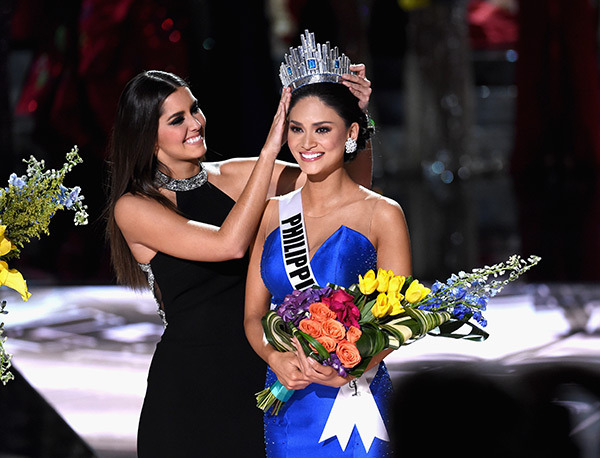 pia-wurtzbach-getting-the-crown-gty